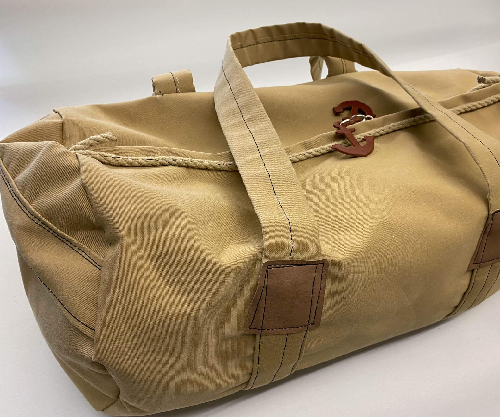 Maritime Sporttasche oder Reisetasche mit Ankersymbol